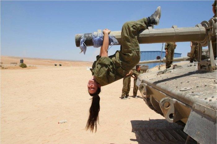 Simon Akstinat / Israelische Soldatinnen